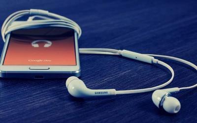 Sådan lytter du til en podcast